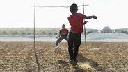 Kinder spielen Fussball © panthermedia Foto: CaiaImage