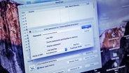 Aufnahme eines Bildschirms in dem in ein Feld ein Passwort eingegeben wird. © NDR