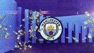 Ein Geldregen vor dem Wappen von Manchester City