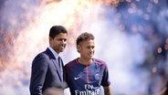 Neymar und Nasser Al Khelaifi (Präsident von Paris Saint-Germain) © imago Foto: Anthony Bibard